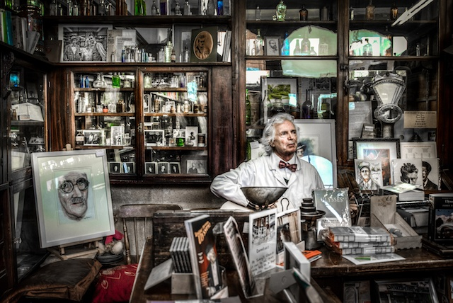 chemist-pharmacy-singer-man-419585